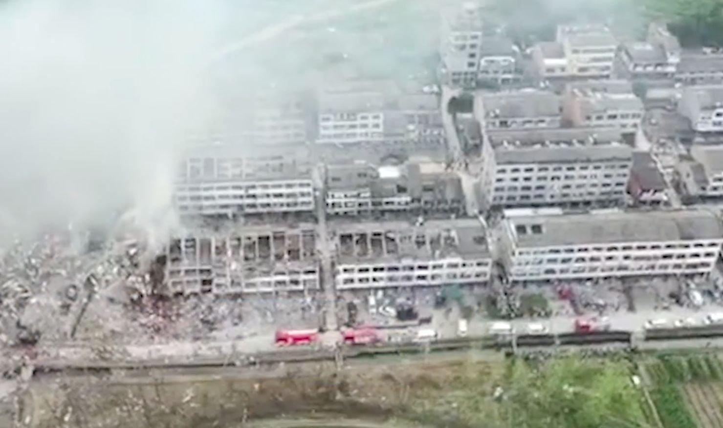 6月13日,浙江省溫嶺發生油罐車爆炸事故,現場慘狀如同戰場。(影片截圖)