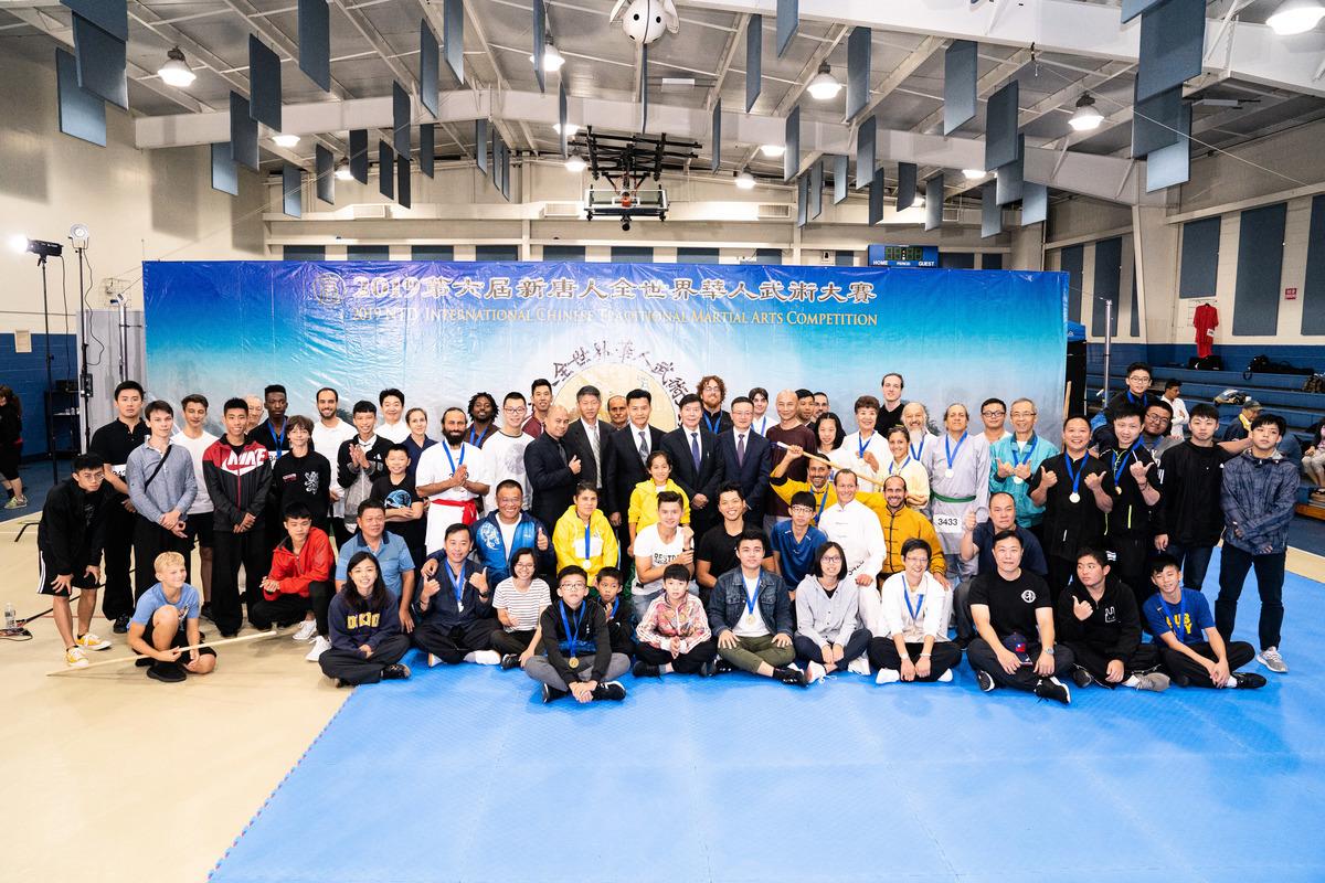 2019年8月24日,新唐人武術大賽入圍複賽選手合照。(戴兵/大紀元)