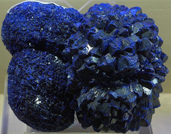 此圖為藍銅礦即石青。( Eric Hunt/維基百科公有領域)