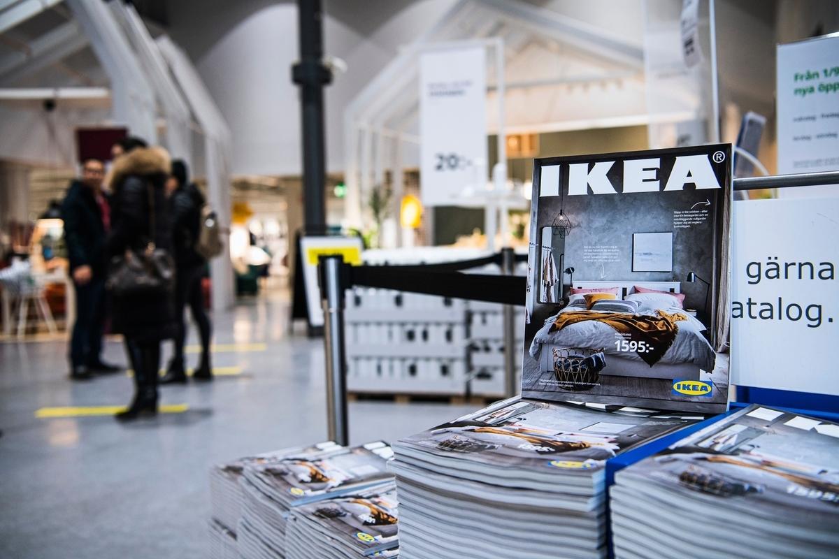 瑞典斯德哥爾摩附近的一家宜家商店入口處,攝於2020年12月7日。(JONATHAN NACKSTRAND/AFP via Getty Images)