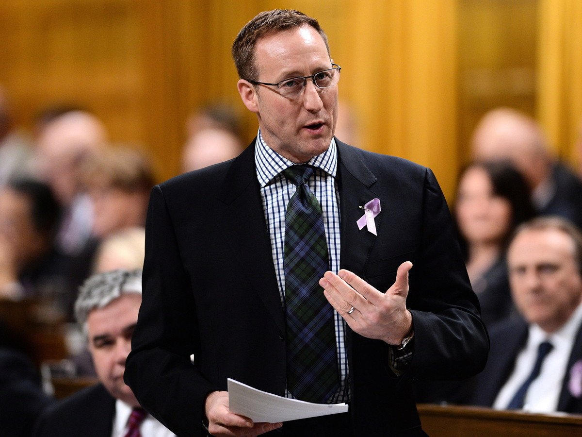 5月14日,保守黨黨魁參選人Peter MacKay在媒體Macleans發表觀點性文章,提出加拿大與其盟國須追究中共責任。圖為MacKay在2015年國會上發言。(加通社)