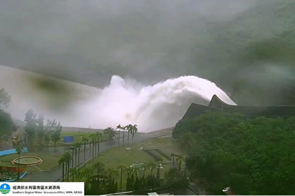 曾文水庫連日進行洩洪,洩水量超過1億噸。(南區水資源局提供)