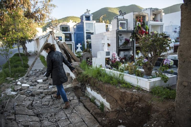 中國多年來在大部份地區推行強制火葬,但一些較相信風水的小鎮,仍有人為了能土葬不惜掉包屍體,甚至因此殺人,與殯儀業者形成黑色產業鏈。圖為資料圖。(MARTIN BERNETTI/AFP/Getty Images)
