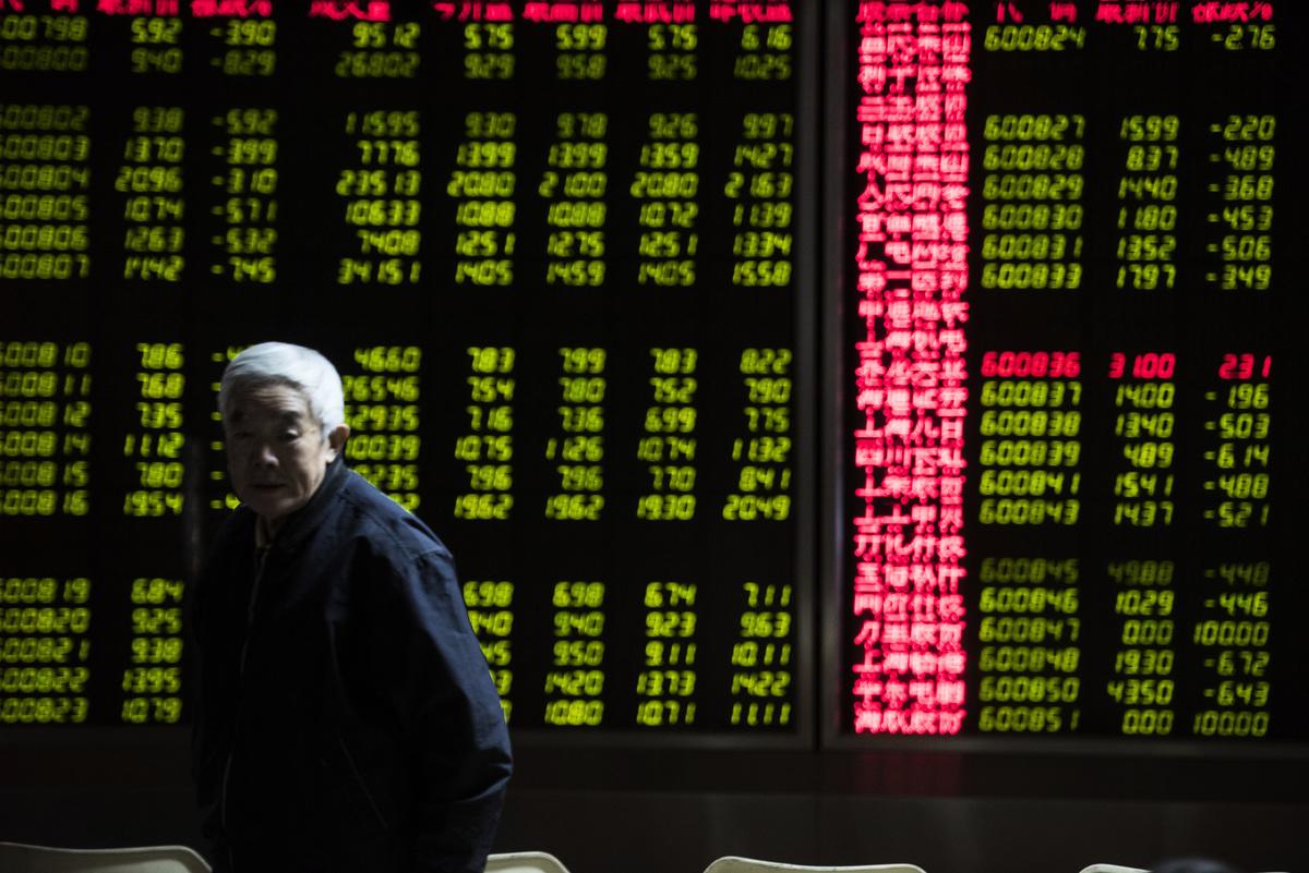 據不完全統計,至少3隻個股從2020年年末至2021年1月8日累計跌幅均超過50%,總計涉及散戶超過3萬戶。(AFP/Getty Images)