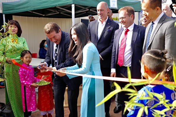 2021年3月6日,澳洲墨爾本「盆景蘭花展」在Sunshine North區越南文化及遺產中心舉行。(李奕/大紀元)