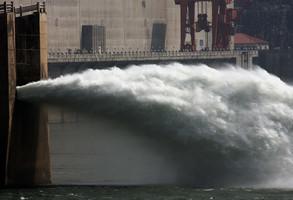 三峽大壩存變形隱患 施工監理披露質量事故