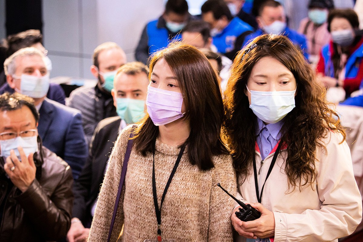 中共肺炎疫情延燒,不僅波及全中國,更擴散至全球。圖為台北大多數民眾都戴上口罩自保。(陳柏州/大紀元)