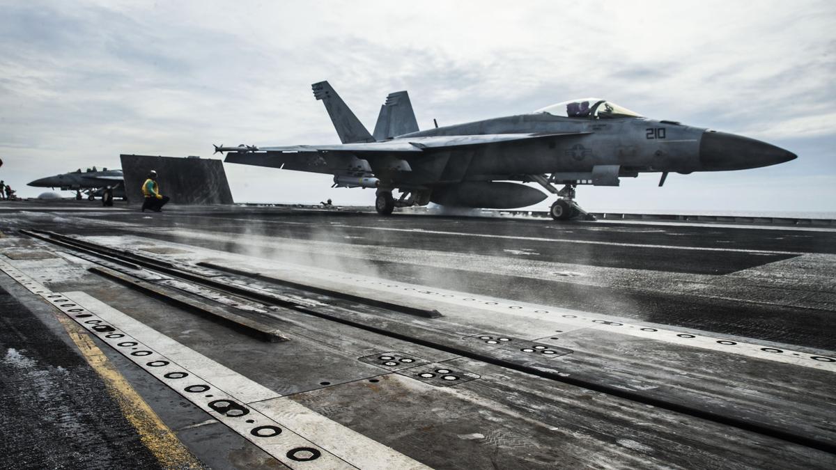 2020年10月15日,在南中國海,一架F/A-18E戰機從列根號航空母艦(CVN 76)上起飛。(Mass Communication Specialist 2nd Class Codie L. Soule/美國海軍)