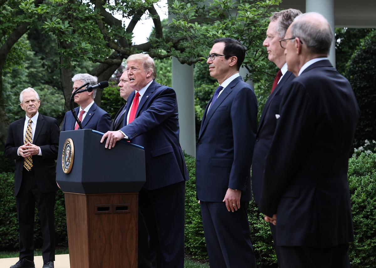 2020年5月29日,美國總統特朗普在白宮玫瑰園發表中美關係的講話,標誌著白宮團隊正式啟動了與中共政權的脫鉤進程。(Win McNamee/Getty Images)