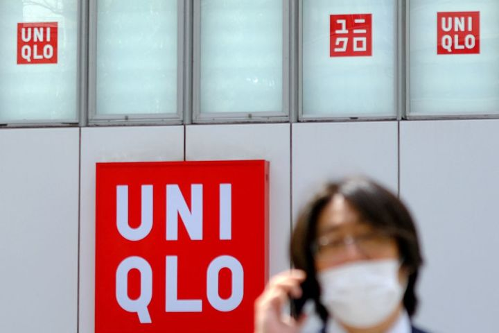 Uniqlo以「政治中立」迴避新疆問題,被日本民眾譴責,股票大降。(KAZUHIRO NOGI/AFP via Getty Images)