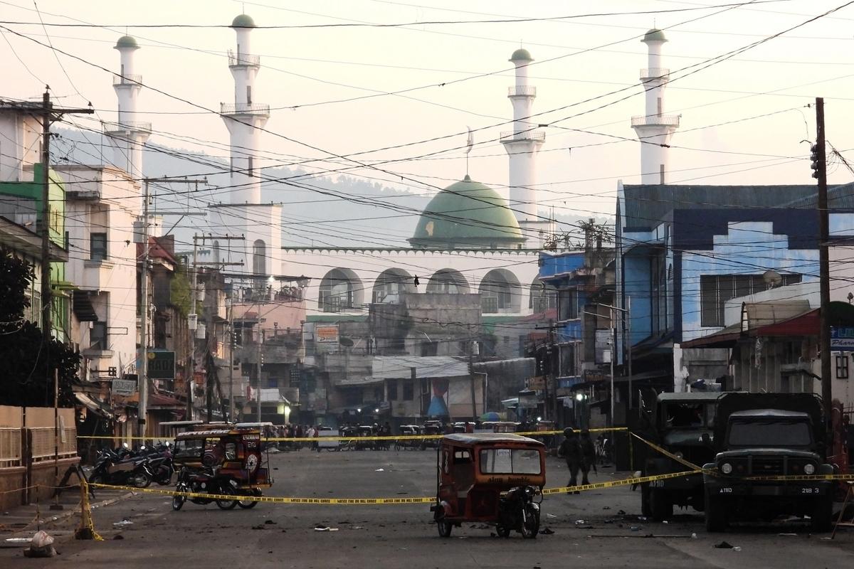 2020年8月24日,蘇祿首府霍洛發生一起自殺炸彈襲擊,隨後菲律賓警方封鎖現場。(NICKEE BUTLANGAN/AFP via Getty Images)