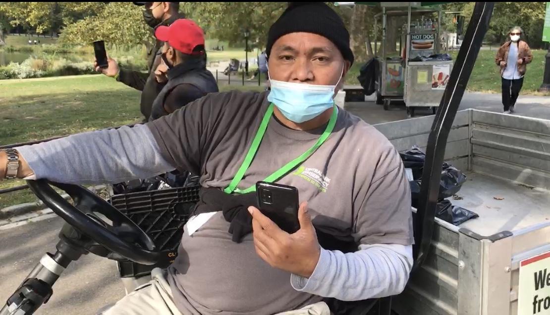 在紐約中央公園工作的西語裔員工Rodolfo Maderazo,在念「法輪大法好,真善忍好」的「九字真言」後,原有的「胃灼熱」症狀消失,而且再也沒有出現過。(戴Jane提供)