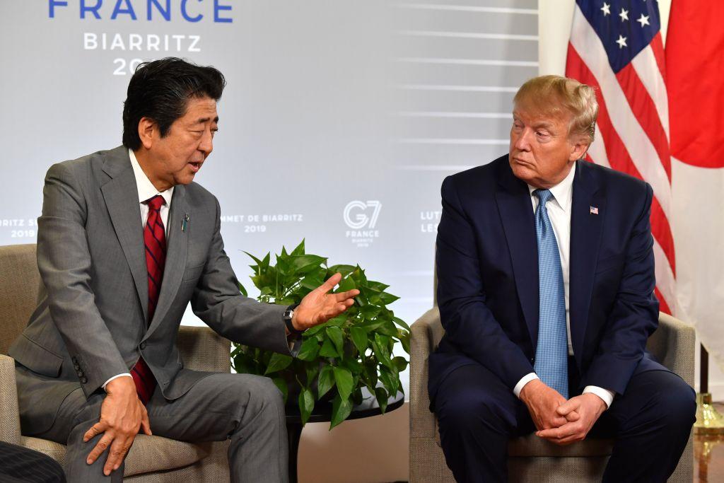 8月25日美國總統特朗普與日本首相安倍晉山舉行了會晤,雙方表示,將在下個月的聯合國大會期間簽署美日貿易協定。(Nicholas Kamm / AFP) (Photo credit should read NICHOLAS KAMM/AFP/Getty Images)