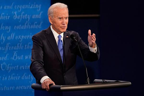 民主黨候選人拜登在辯論會上發言。(Morry Gash-Pool/Getty Images)