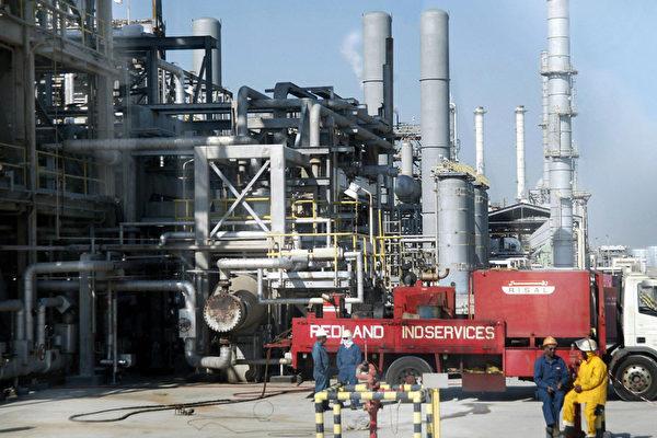 福布斯資深專欄作家肯尼斯·雷普拉(Kenneth Rapoza)9月16日撰文說,無人機戰爭,別忘了中國(中共)在伊朗押注的4,000億美元的石油投資。(Bilal Qabalan/AFP/Getty Images)