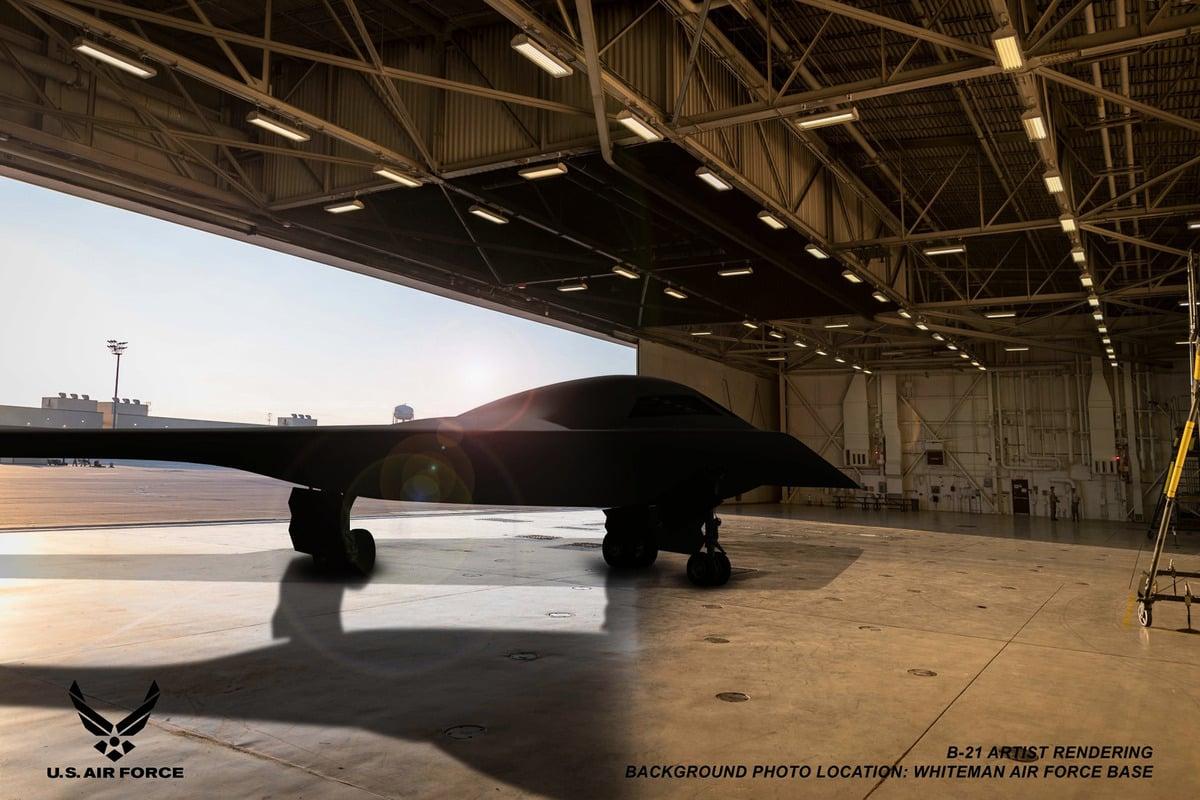 美國空軍近期表示,美軍首架B-21「突襲者」隱形轟炸機還預估2022年初正式亮相,最快明年年中進行首飛。(Northrop Grumman/美國空軍)