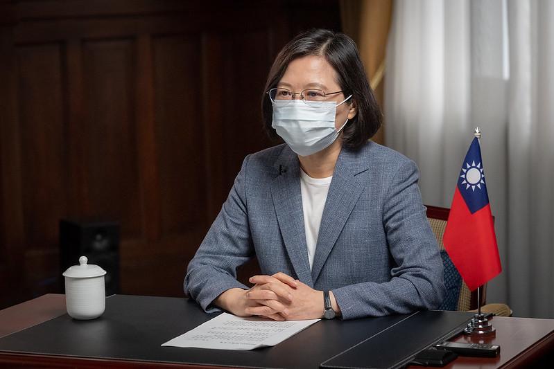 台灣高端疫苗完成解盲,總統蔡英文6月11日表示,政府一定會用國際標準審查、把關,確保疫苗有效且安全。(總統府提供)