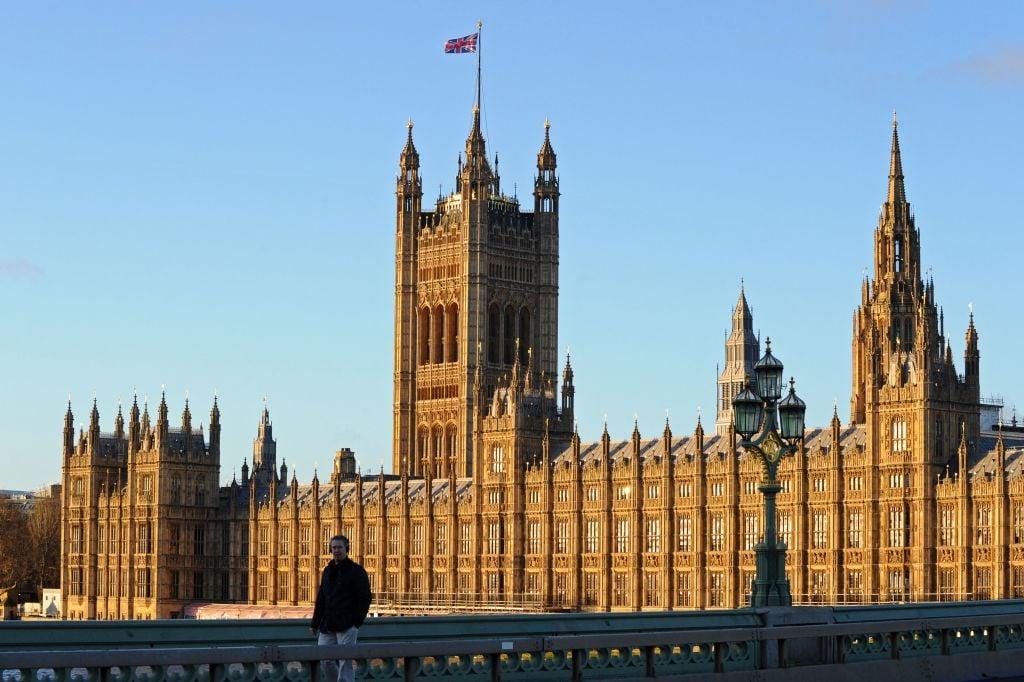 英國議會一個小組的調查發現,英國20所頂尖大學接受了中共企業至少4,000萬鎊的捐款。(DANIEL SORABJI/AFP via Getty Images)