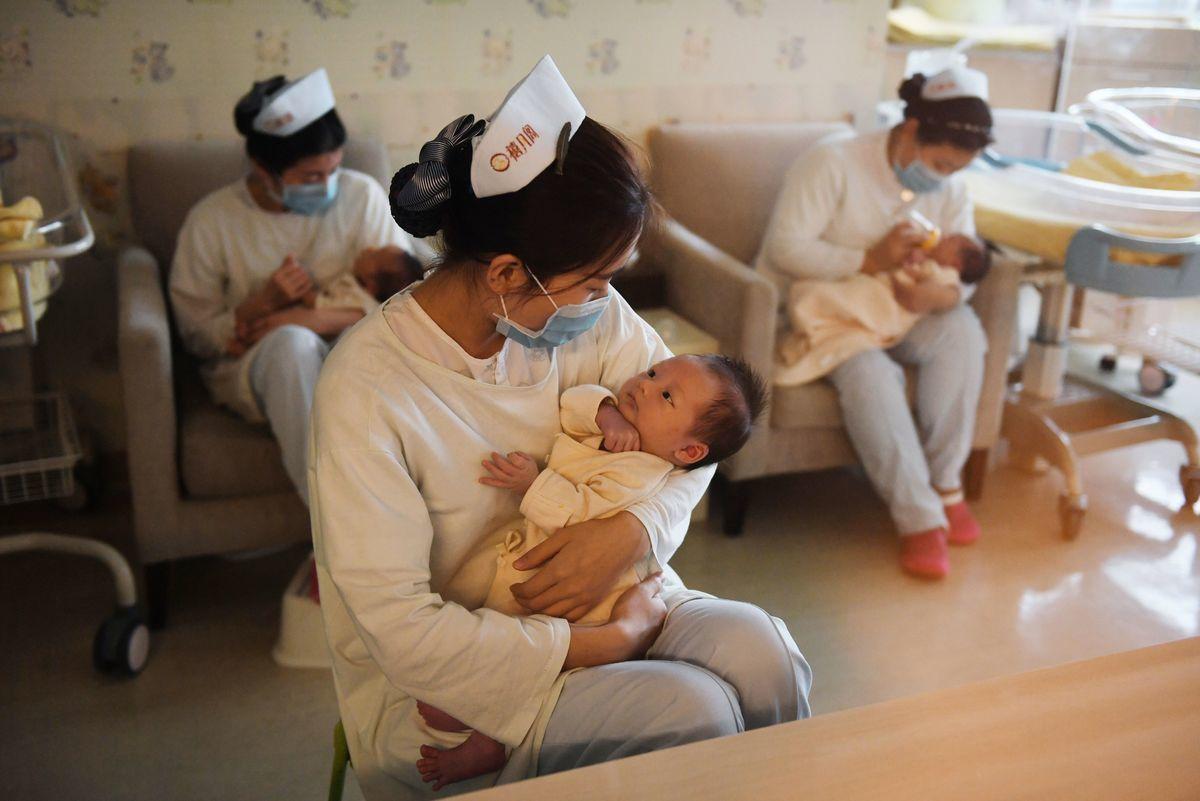 示意圖,圖為中國北京一家嬰兒護理中心。(GREG BAKER/AFP via Getty Images)