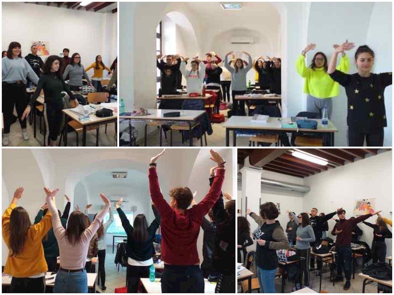 2020年1月30日,意大利南部卡洛高中的學生們學煉法輪功功法。(明慧網)