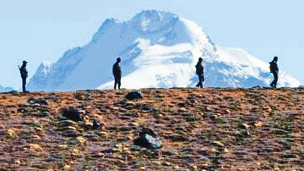 中國和印度士兵近日再度爆發衝突。圖為中印邊境的印度士兵。(AFP)