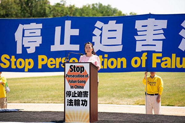 全球退黨服務中心主席易蓉於2021年7月16日在華盛頓DC法輪功「7.20」反迫害集會上發言。(戴兵/大紀元)