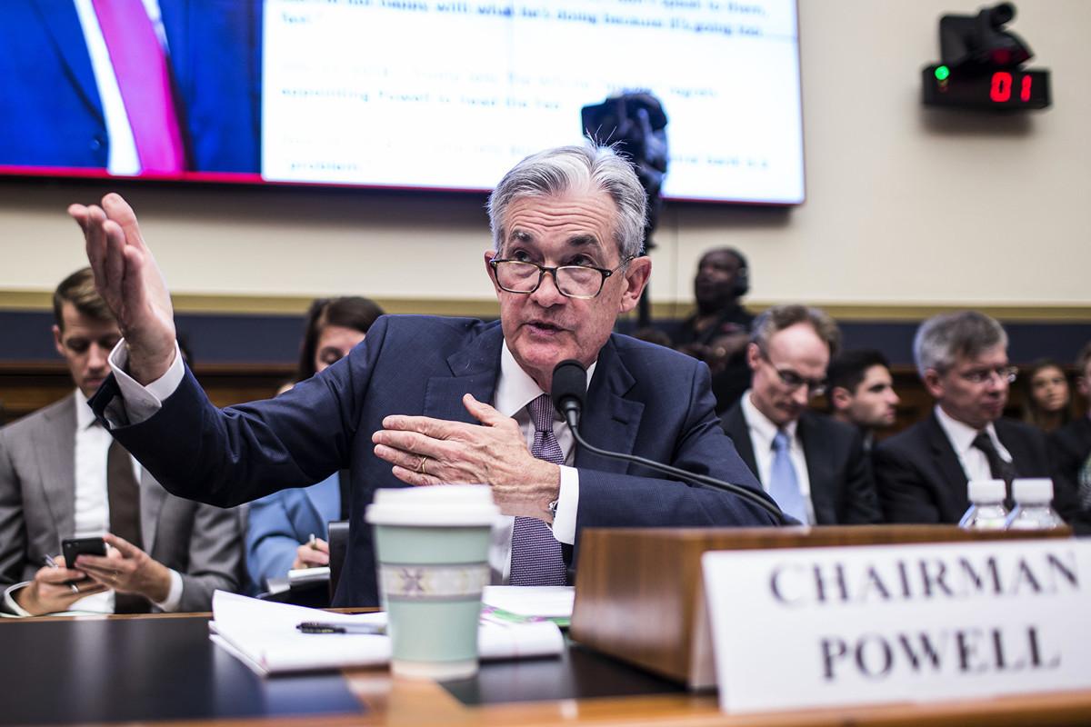 美聯儲主席鮑威爾(Jerome Powell)周三在國會發表的證詞中表示,貿易摩擦和全球經濟情況帶來的不確定性,持續影響美國經濟展望,暗示不排除本月稍後減息。(Zach Gibson/Getty Images)