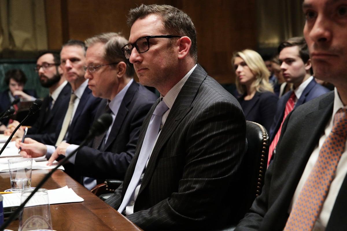 圖為2019年3月12日,DuckDuckGo的行政總裁和創始人溫伯格(Gabriel Weinberg)出席華盛頓特區國會山的參議院司法委員會聽證會。(Alex Wong/Getty Images)
