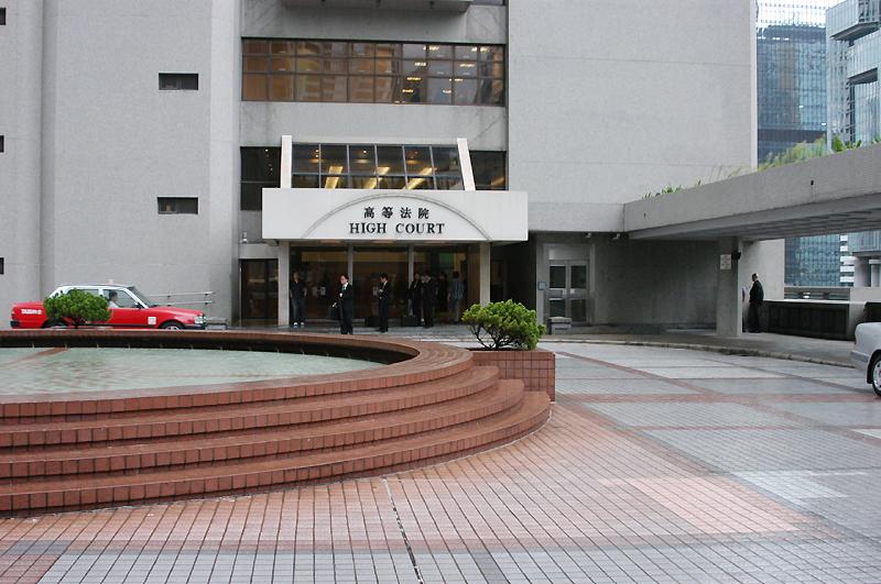 香港法律界對中共強硬批評香港高院判決港府禁蒙面法違憲的反應,引起注意,認為這表明中共輸不起,就耍流氓,更讓人擔憂「一國兩制」下香港是否還有法治與司法獨立。圖為香港高等法院。(大紀元)