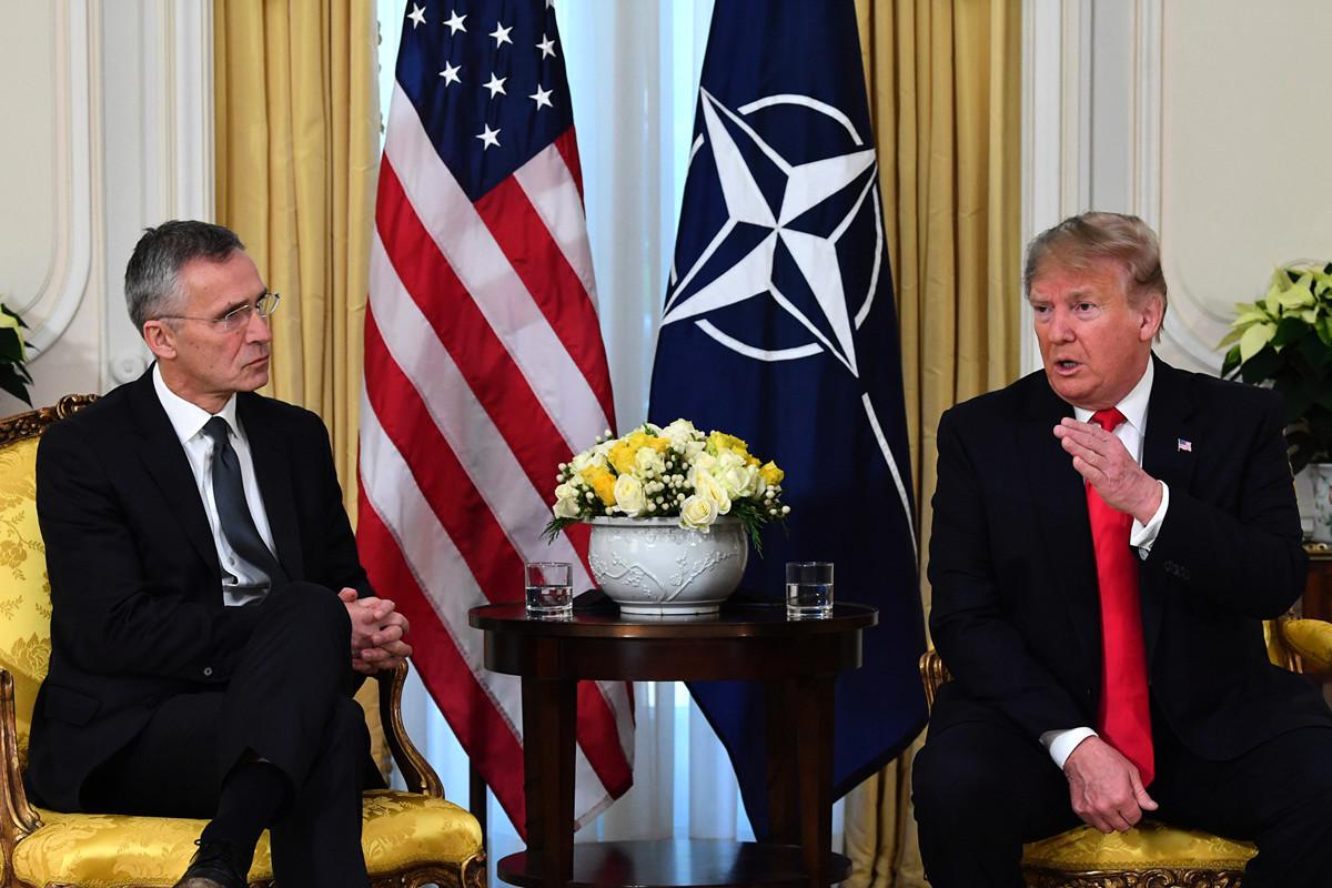 2019年12月3日,特朗普在北約峰會期間與北約秘書長會面,並在新聞會上發表了講話。(Nicholas Kamm/AFP)