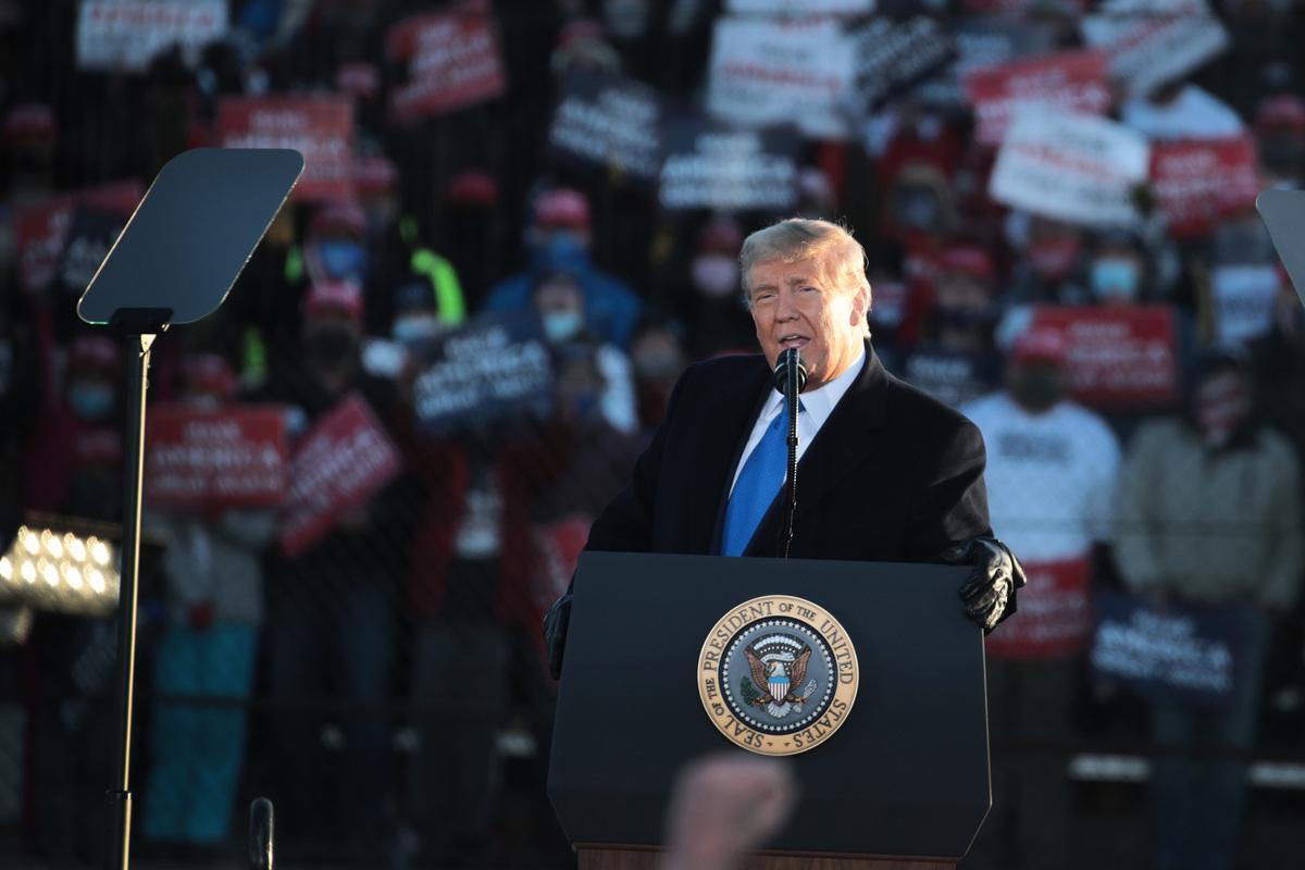 2020年10月27日,美國威斯康辛州西塞勒姆(West Salem),總統特朗普在拉克羅斯露天賽車場(La Crosse Fairgrounds Speedway)舉行競選集會。(Scott Olson/Getty Images)