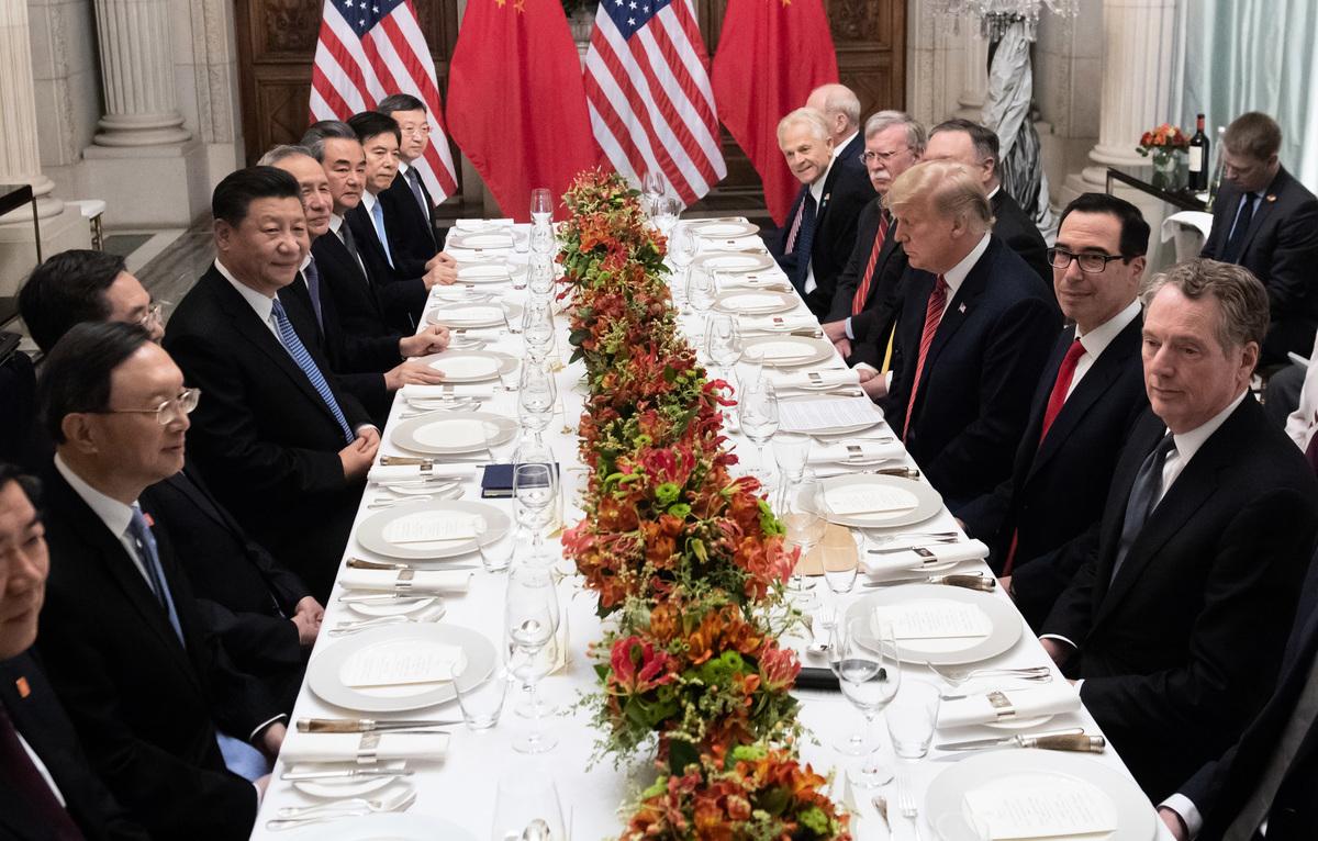 中美貿易戰90天暫時停火期限將在3月1日午夜到期,美國總統特朗普周四(2月7日)表示,他不會在時限到期前會晤中國國家主席習近平。圖為去年12月習特會。(SAUL LOEB/AFP/Getty Images)