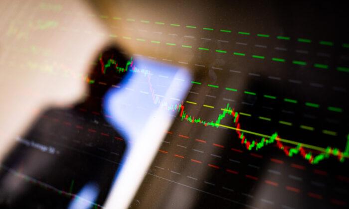 最近,私募基金管理人葉飛稱,他將每周曝光一家A股上市公司違規「市值管理」,總共有18家。(John Fredricks/大紀元)