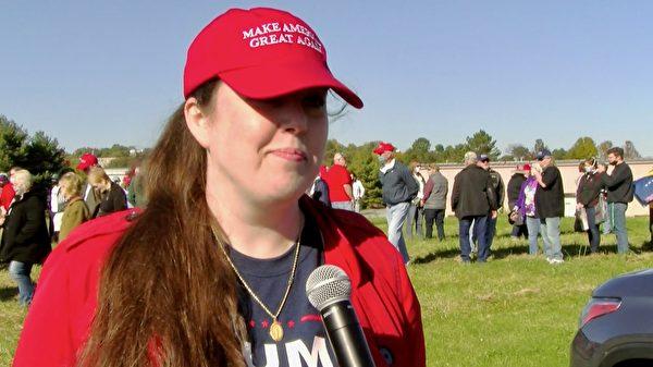 化學分析和諮詢師朱莉亞·勒斯納(Julia Leusner)說,特朗普總統是位信守承諾的人。(李臻媛/大紀元)