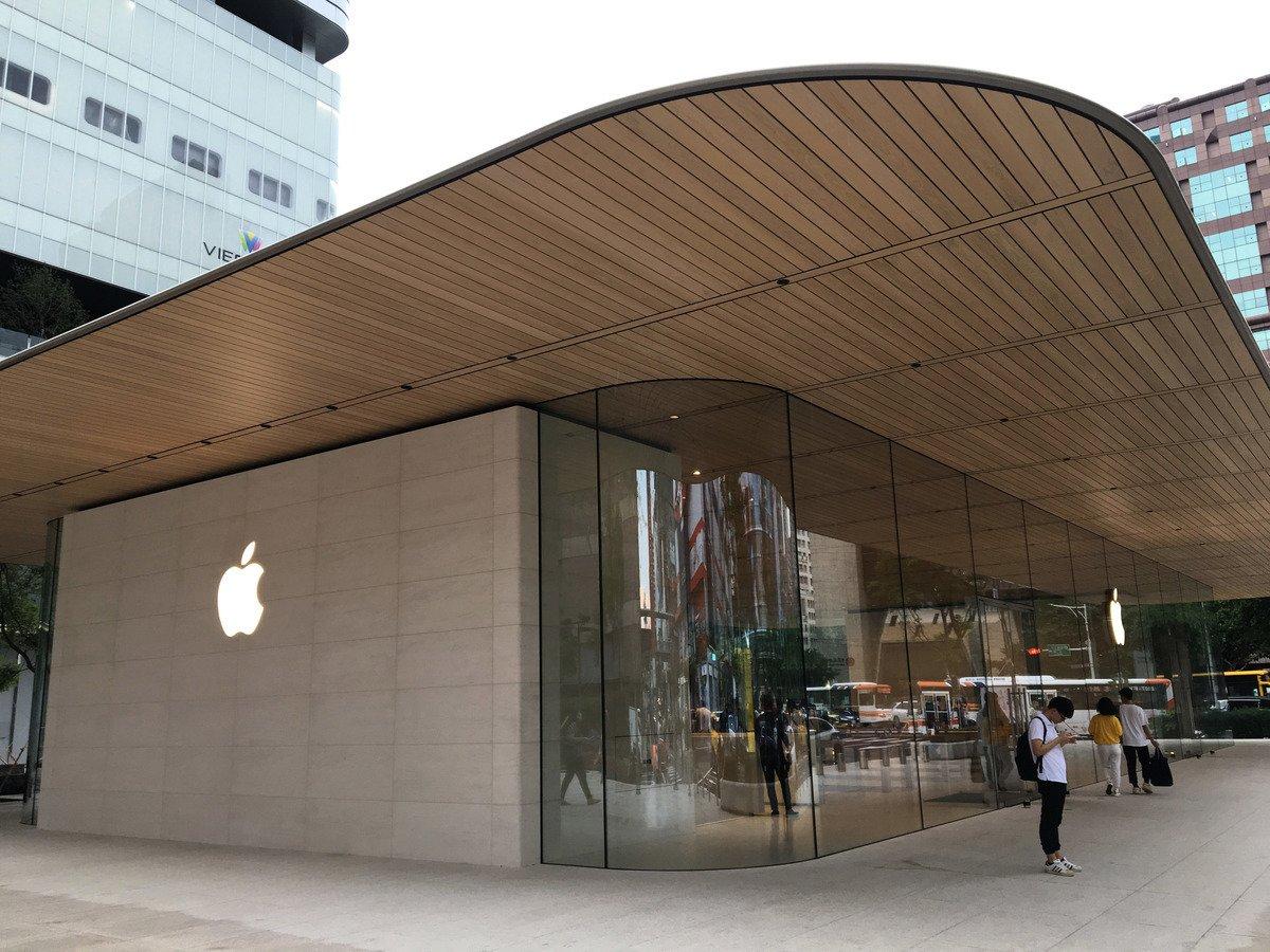 外媒日前報道,中國的蘋果手機配合中共的言論審查。圖為蘋果的商店。(中央社)