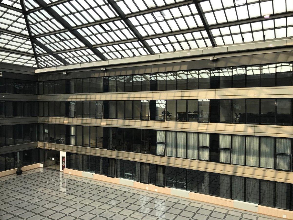 北京大興區天宮院融匯小區業主被安置在房山藝術之家酒店集中隔離。酒店部份窗戶是內窗,空氣無法正常流通。(受訪者提供)