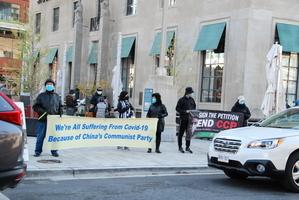 多倫多市民踴躍簽名終結中共 警察主動護航