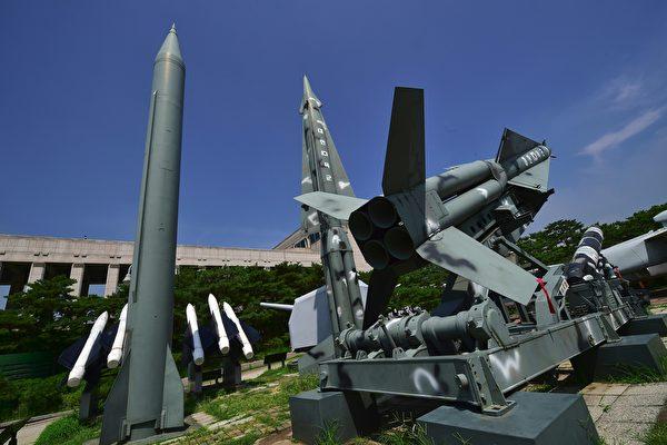 近日北韓高階官員在接受外媒訪問時進一步表示,如果美國針對北韓威脅核武,它會先發制人先對美國發動核武。(JUNG YEON-JE/AFP/Getty Images)