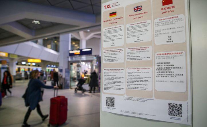 中共肺炎(俗稱武漢肺炎、新冠肺炎)在德國繼續蔓延。圖為柏林Tegel機場關於中共肺炎的信息欄。(ANDREAS GORA/Getty Images)