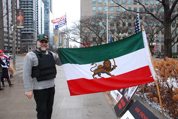 2021年1月3日,伊朗社區領袖Nasser Pooli參加了加拿大挺特汽車遊行,他表示現在是為特朗普總體戰鬥的時候了。 (伊鈴/大紀元)
