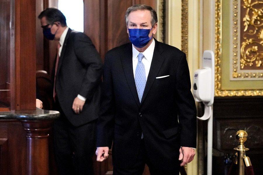 特朗普的彈劾辯護律師家被塗鴉破壞