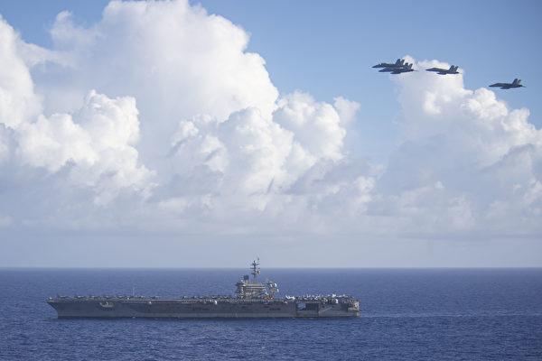 6月21日,美國海軍太平洋艦隊表示,西奧多•羅斯福號航母(CVN 71)和尼米茲號航母(CVN 68)戰鬥群在菲律賓海展開雙艦演習。圖為6月18日,羅斯福號在菲律賓海。 (U.S. Navy photo by Mass Communication Specialist Seaman Dylan Lavin/Released)