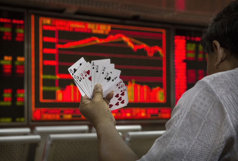 10月23日,大陸股市三大股指齊跌。圖為北京股票交易所一景。(Kevin Frayer/Getty Images)