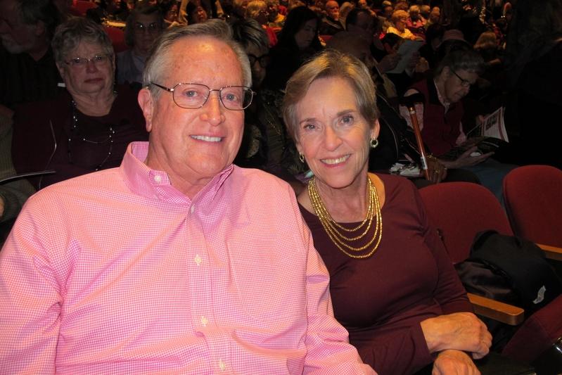 2018年12月20日下午,美國慈善家、億萬富豪Jerry Rawls先生和妻子一同觀看了神韻在加州聖荷西表演藝術中心的演出。(麥蕾/大紀元)