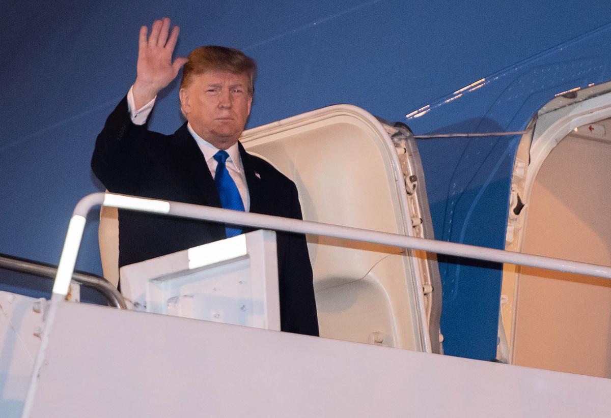 越南當地時間周二(2月26日)晚間9點左右,美國總統特朗普抵達河內,周三行程滿檔,上午會見越南總統,下午特金二會登場,周四特金會舉行地點曝光。(Saul LOEB/AFP)