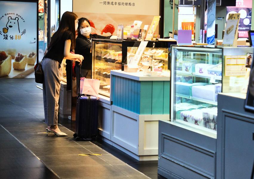 台灣5月景氣續亮紅燈 疫情影響內需