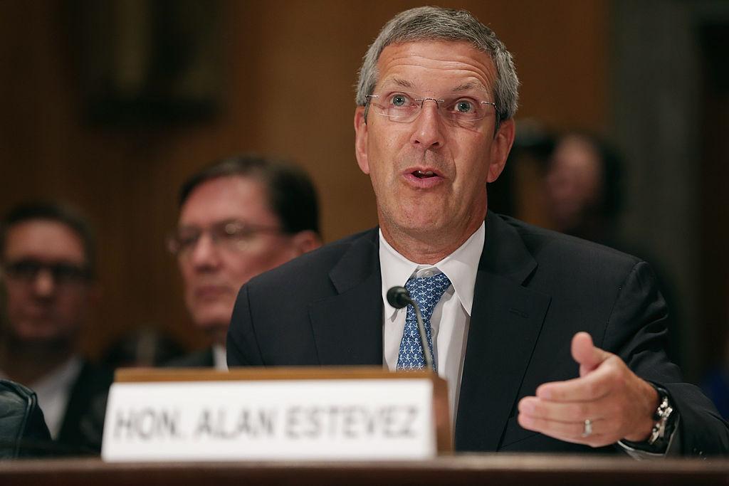 拜登總統提名的美國向中國出口政策監督員艾倫·埃斯特維茲(Alan Estevez)2021年9月21日表示,他預計華為仍會留在黑名單上。圖為埃斯特維茲資料照。(Photo by Chip Somodevilla/Getty Images)