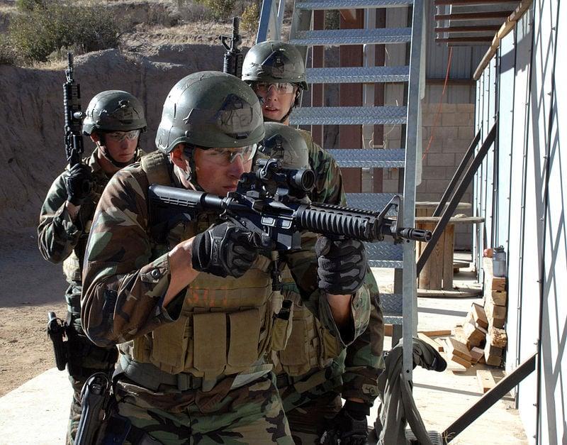 圖為美國海軍海豹突擊隊(Navy SEAL)正在訓練。(公有領域)