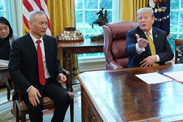 圖為2019年4月4日,美國總統特朗普在白宮接見中共副總理劉鶴。當時各方看好談判前景。(Chip Somodevilla/Getty Images)