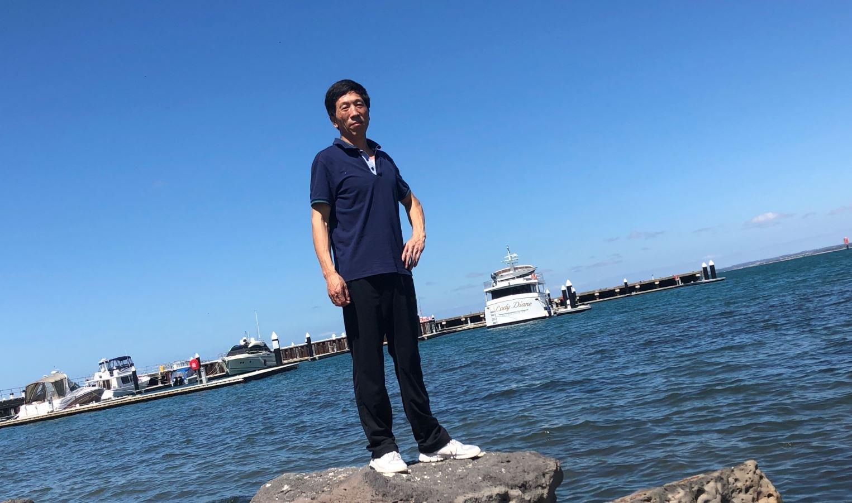 由於國內疫情嚴重,來維州探親的齊志華被困在了澳洲,有家難回。(本人提供)